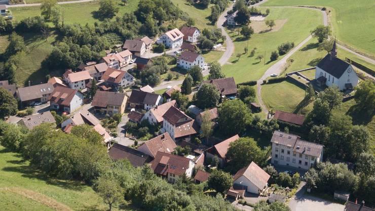 Die Planer loben Densbürens schöne Dachlandschaft und die Kirche, die über dem Staffeleggtal thront.