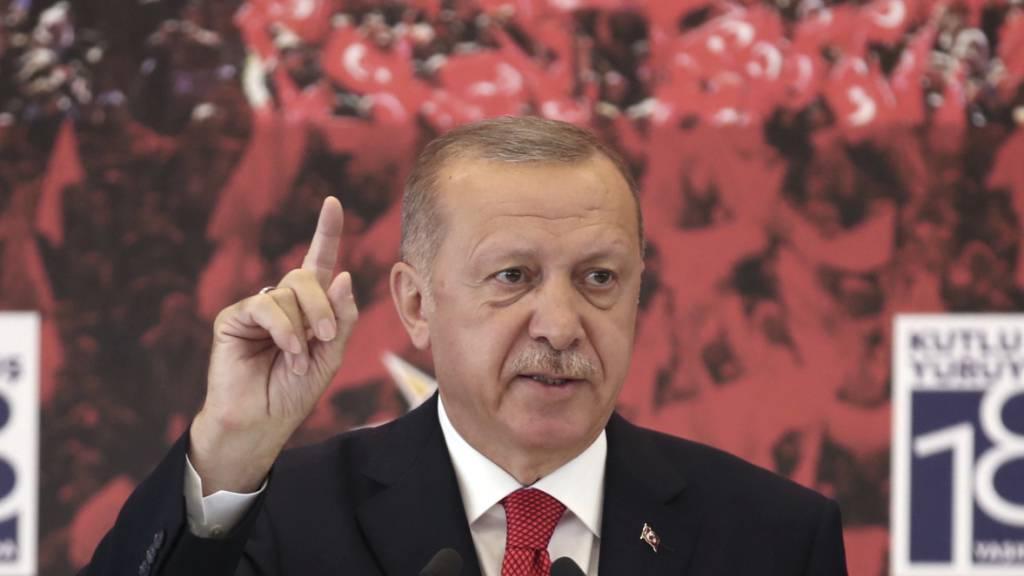 Was tun, wenn die Popularität sinkt? - Der türkische Präsident findet immer eine Zielscheibe.