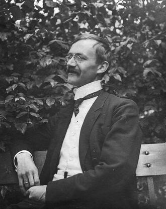 Karl Barth im Jahr 1916, kurz darauf begründete er seine Laufbahn als theologischer Revolutionär.