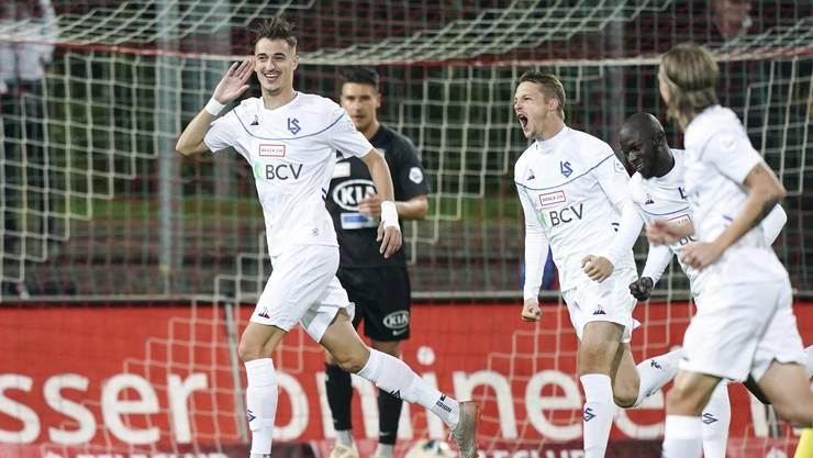 Lausanne-Stürmer Aldin Turkes jubelt nach dem 1:0 in Aarau – eines von sagenhaften 25 Gegentoren des FCA in elf Spielen.