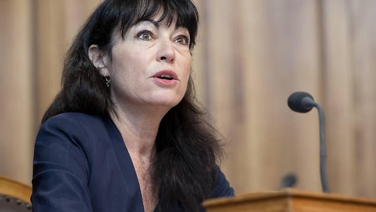 Géraldine Savary (SP/VD) macht sich im Ständerat für eine Klausel im Urheberrecht zugunsten der Medienverlage stark. Der Ständerat hat den Entscheid darüber aber vertagt.