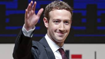 Es geht das Gerücht, Mark Zuckerberg arbeite auf das Amt des US-Präsidenten hin. noch winkt er ab. (Archiv 20.1.17)