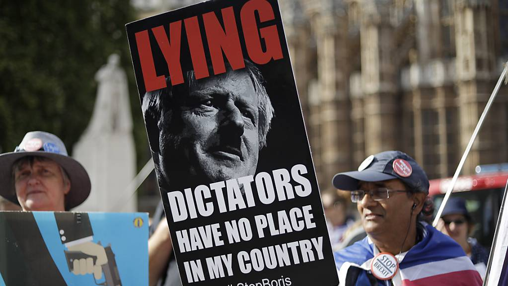 Nun haben beide Parlamentskammern Premier Boris Johnson die Stirn geboten. Auf den Strassen Londons ist die Empörung über dessen Versuch, die Volksvertretung auszutricksen, noch nicht abgeklungen.