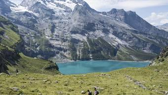 Im Gebiet des Öschinensees ist am Mittwoch eine Wandererin mehrere hundert Meter über eine Felswand abgestürzt. Sie konnte nur noch tot geborgen werden. (Archivbild).