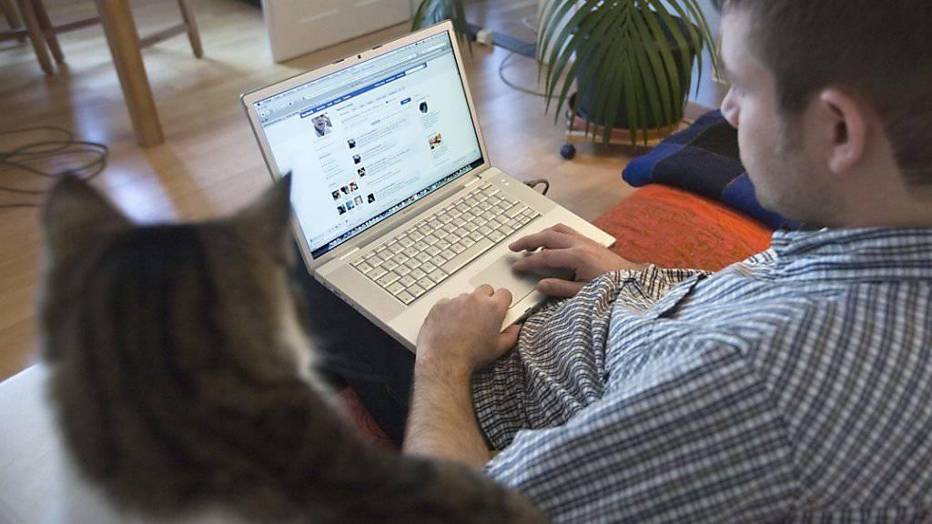 Damit frisch Getrennte auf Facebook befreundet bleiben können und trotzdem Abstand gewinnen, testet Facebook eine neue Software. (Symbolbild)