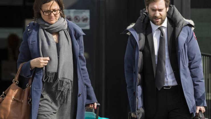 Die Verteidiger Yaël Hayat und Loïc Parein auf dem Weg zur Gerichtsverhandlung. (Archivbild)
