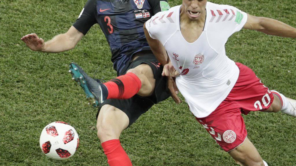 Kroatiens Ivan Strinic, hier an der WM gegen Dänemarks Poulsen, wechselt zur AC Milan