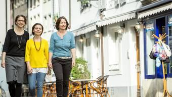 Regula Simsa, Nadine Almer und Barbara Reusser (v.l.) ziehen im Sommer mit ihrem «Unverpackt»-Laden in das Lokal mit den blauen Fensterrahmen.Chris Iseli