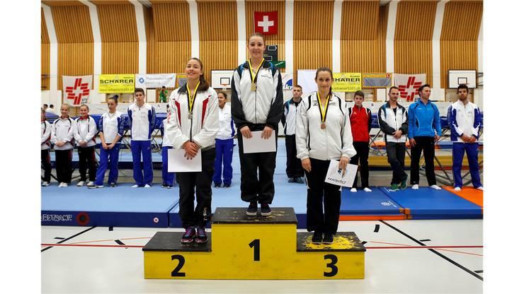 Siegerehrung der Frauen im National 4: 1. Rang Tamara Gygli (STV Moeriken-Wildegg), 2. Rang Naomi Ruetimann (TV Rueti), 3. Rang Laura Daellenbach (BTV Bern).