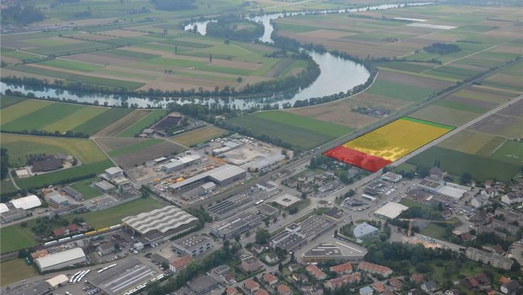 Blick auf Bellach West und den geplanten Standort des Recycling Centers. Der gelbe Bereich ist für die Halle, Lager- und Umschlagplatz vorgesehen. Rot sind Bürogebäude, der Grünstreifen ist der Ersatz für das gerodete Wäldchen. Links der Bildmitte zu sehen ist der neue Marti-Werkhof.