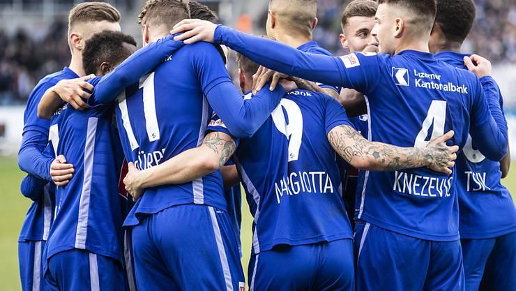Die Luzerner bejubeln das entscheidende Penaltytor von Francesco Margiotta.