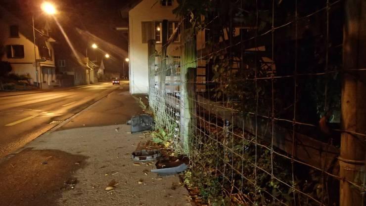 Dieser Zaun konnte den angetrunkenen Autofahrer nicht stoppen