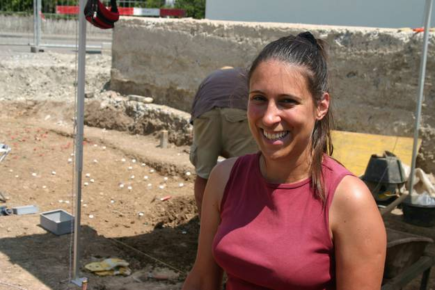 Archäologin Anna Kienholz ist Verantwortlich für die Grabungen.