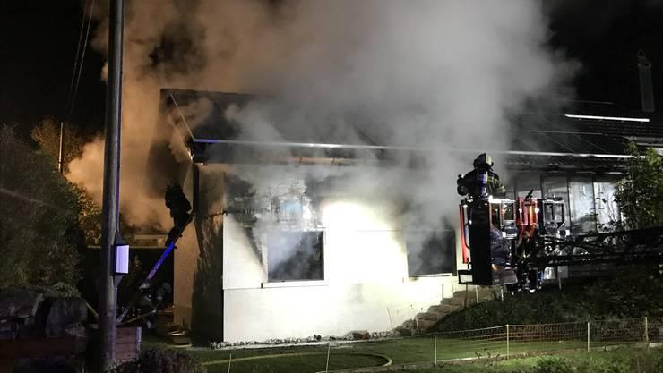 Am Wiesengrund in Langenbruck brannte am Montagabend eine Garage.