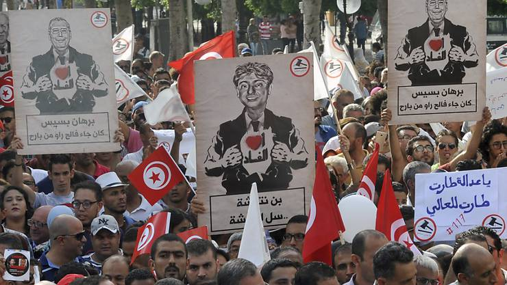 In Tunesien haben zahlreiche Menschen gegen ein neues Amnestie-Gesetz protestiert.