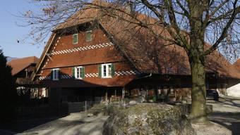 Das Bauernhaus an der Dorfstrasse von 1787 steht unter Denkmalschutz.