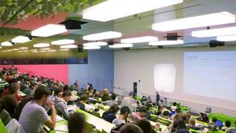 Uni Zürich – wer studiert, kann nicht gleichzeitig arbeiten gehen. archiv