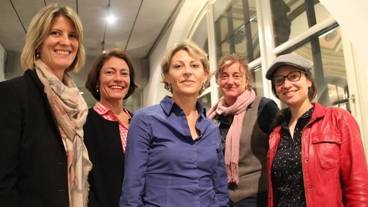 Rücken Geschäftsfrauen ins rechte Licht: Brigitte Becker, Carole Schoch, Franziska Vonaesch, Claudia Bach, Frederike Asael (v.l.) von der Buchstäblich AG.