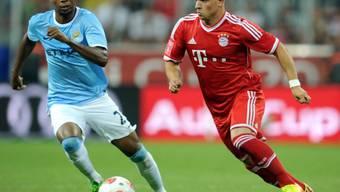 Xherdan Shaqiri im Duell mit Manchesters Fernandinho.