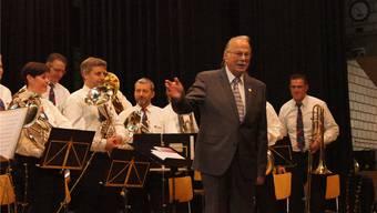 Nach 18 Jahren ist Schluss: Daniel Fankhauser (vorne) dirigierte sein letztes Konzert. Cornelia Schlatter