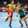 Der Finne Nico Ronnberg setzt sich gegen die Thuner Abwehr durch