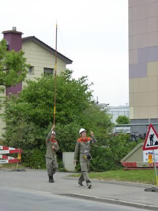 Die Telefonleitungen führten auch mitten durch bewohntes Gebiet.