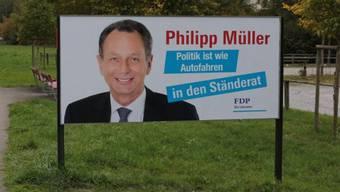 Das Anti-Müller-Plakat war am Dienstag für kurze Zeit in Lenzburg zu sehen.