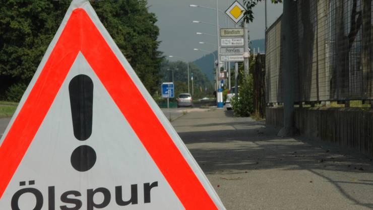 In Balsthal wurde am Donnerstagabend im Bereich des Bahnhofs eine Ölspur festgestellt. Die Polizei sucht den möglichen Verursacher. (Symbolbild)