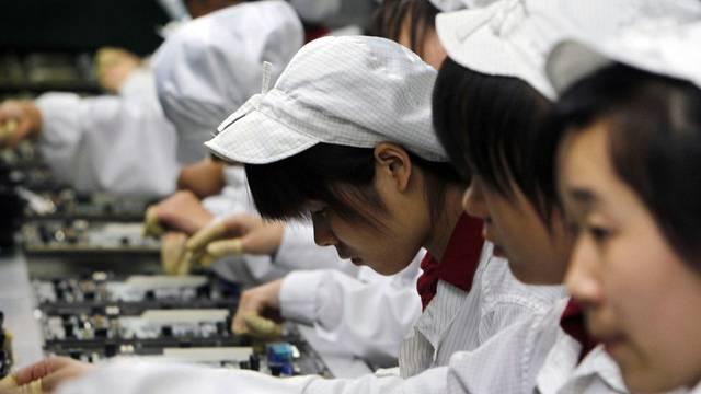 Viele Teile für Apple-Produkte werden in Asien hergestellt. Foxconn in China produziert Bestandteile für iPhones (Archiv)