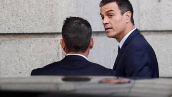 Der spanische Ministerpräsident Pedro Sánchez bei der Ankunft beim Parlament in Madrid.