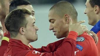 Will unbedingt in Rot-Weiss nach Frankreich reisen: Gökhan Inler (rechts) kämpft um seine Teilnahme an der Europameisterschaft.