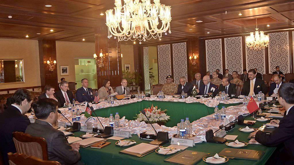 Die Verhandlungsteilnehmer beraten in Islamabad über den neuen Friedensplan für Afghanistan.