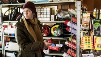 """Sarah Spale lebt gerne zurückgezogen, steht aber seit """"Wilder"""" im Zentrum der Aufmerksamkeit. Nun ist die Schauspielerin für drei Prix-Walo-Trophäen nominiert. (SRF)"""