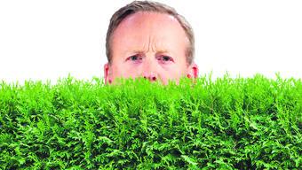 Sean Spicer versteckte sich hinter den Büschen