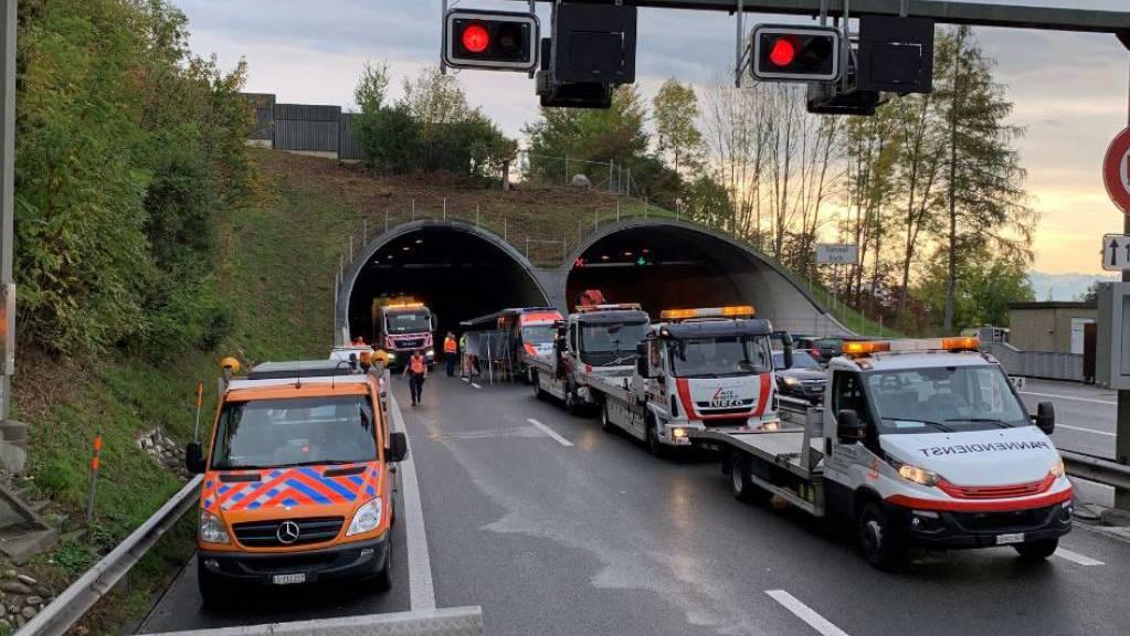 Bei der Massenkarambolage im Tunnel Eich wurden neun Personen verletzt.