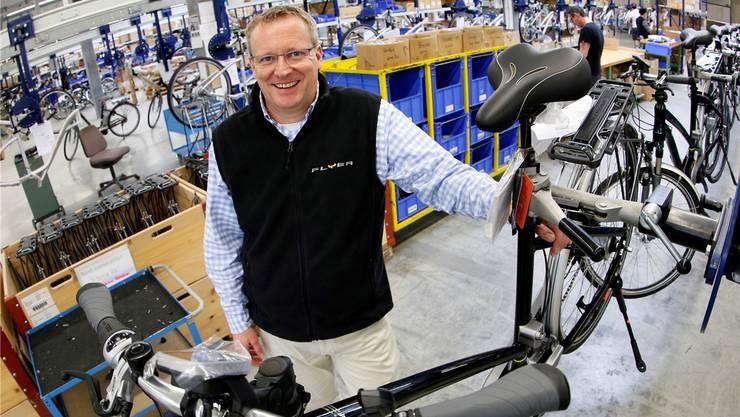 Biketec-Chef Simon Lehmann: «Der grosse Teil der Wertschöpfung erfolgt in der Velofabrik in Huttwil.»Bilder: Felix Gerber