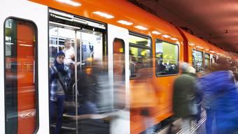 Am Jubiläumssamstag, 27. August reisen RBS-Fahrgäste ab 9.00 Uhr auf den Bahnlinien S8 und RE sowie auf den Buslinien 33, 34, 36, 38, 41, 871, 881, 883, 884 und 898 gratis.