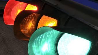 Rot statt Grün: Autofahrer missachtet Rotlicht und