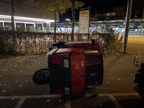 Kurz nach Eingang der Meldung konnte die Stadtpolizei Baden zwei junge Erwachsene anhalten.