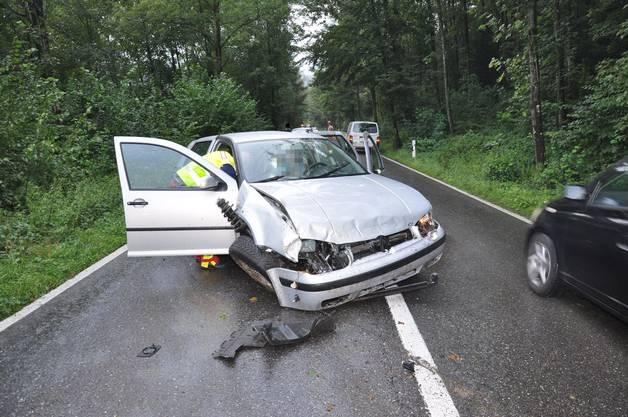 Eine Lenkerin verlor die Kontrolle über ihr Auto und prallte gegen einen Baum.