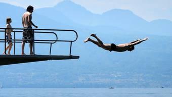 Erster Hitzetag in diesem Jahr lockte die Schweiz an die Sonne