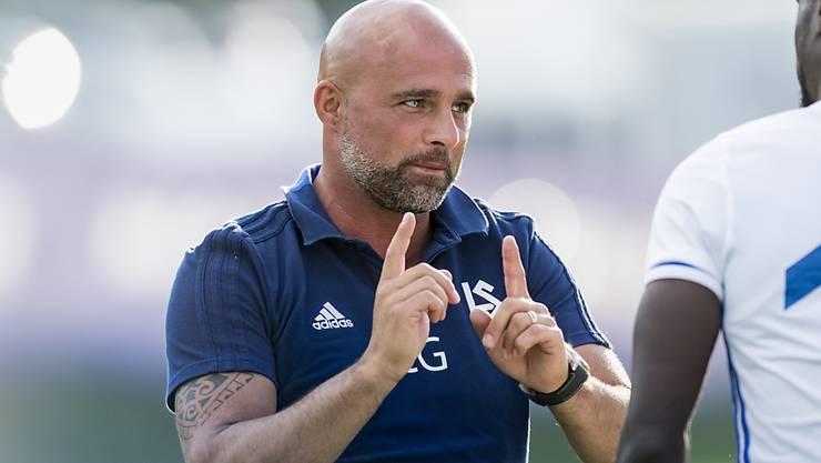 Lausannes Trainer Giorgio Contini erteilt dem 2:2-Torschützen Sancidino Silva Anweisungen