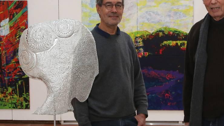 Die Bilder von Roland Weibel (links) und die Objekte von Erwin Knoblauch sind noch bis zum 13. April ausgestellt. Hr. Aeschbacher