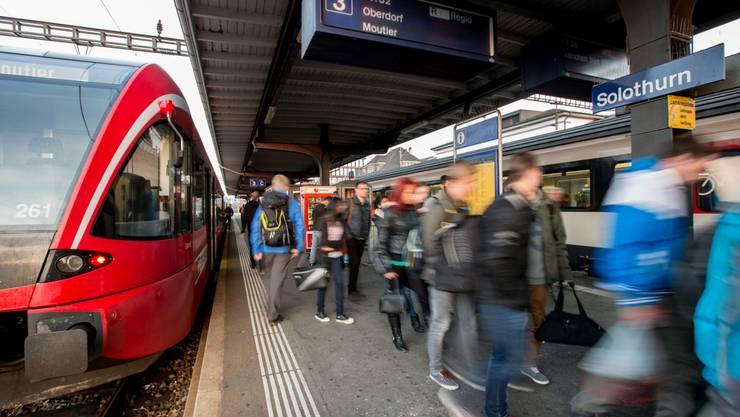 Solothurn-Moutier-Bahn im Bahnhof Solothurn (Archiv)