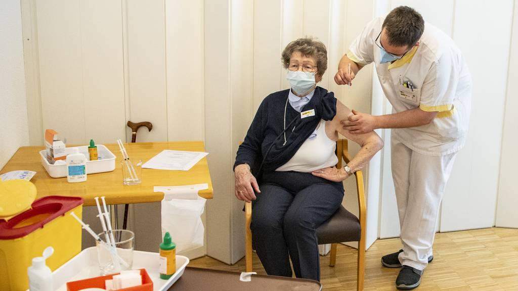 In Pflegeheim steckten sich Geimpfte mit Corona an – Kantonsarzt entwarnt