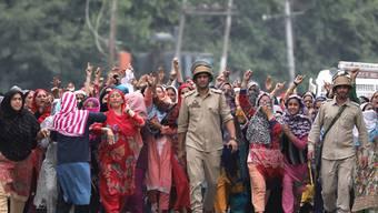 Nach der Vergewaltigung eines dreijährigen Mädchens im indischen Bundesstaat Jammu und Kaschmir ist es in mehreren Orten, darunter auch in der Sommerhauptstadt Srinagar, u gewaltsamen Zusammenstössen zwischen Demonstranten und Sicherheitsvertretern gekommen.