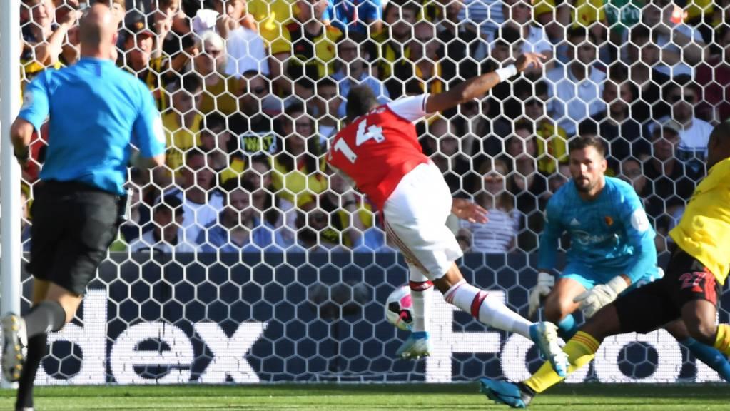 Pierre-Emerick Aubameyang (Mitte) erzielt hier Arsenals Führungstor im Heimspiel gegen Watford