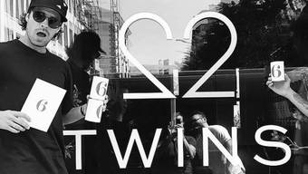 """Ex-Bachelor Vujo Gavric (l) vor seiner Café-Bar. Während überall sonst in der Gastronomie Newcomer schwimmen, ist das """"Twins"""" angeblich schon nach drei Monaten rentabel. (Instagram)"""