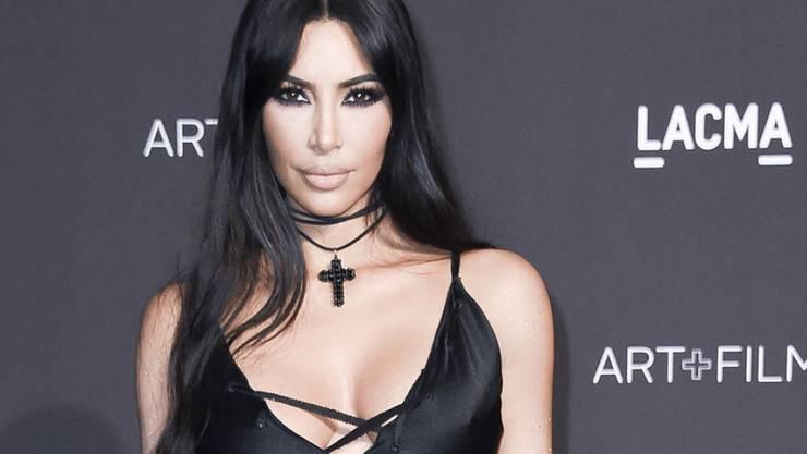 Obwohl der Beschuldigte ein Freund ist, stellt sich US-Sternchen Kim Kardashian auf die Seite der Frauen, die ihm einen unsauberen Umgang vorwerfen. (Archivbild)