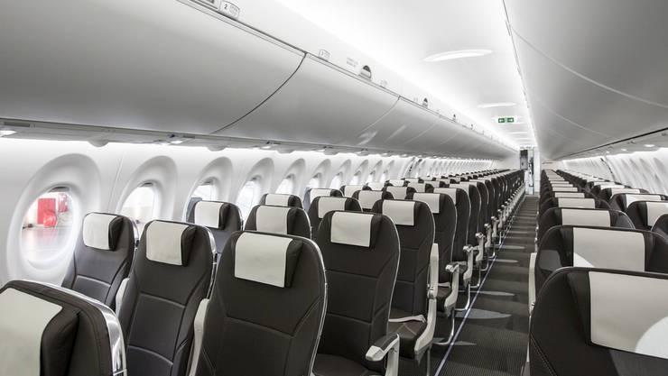 Die Bombardier C Series 100 der Swiss. Blick auf die Sitzreihen. 125 Passagiere haben Platz